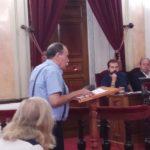 Antonio Sánchez leyendo el texto sobre el vertedero de Alcalá