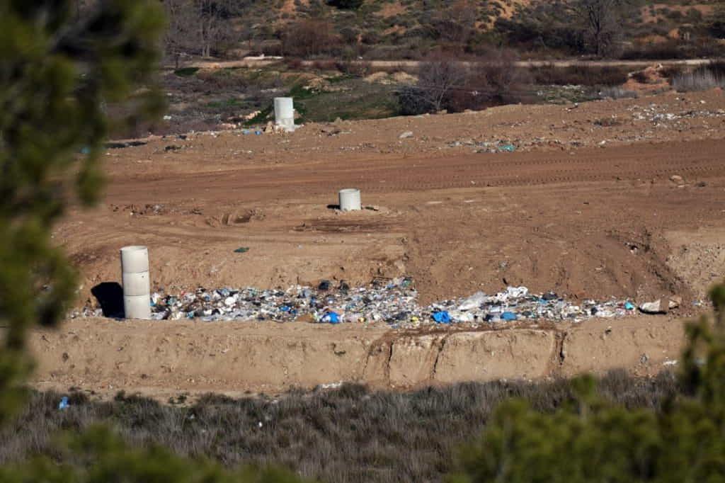 Vista del 4º vaso con restos de basura